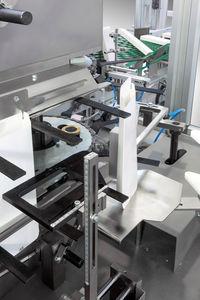 вертикальная машина для укладки изделий в картонные коробки